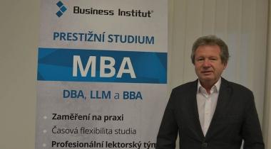 O sile myšlienky s najinteligentnejším Čechom a úspešným absolventom Business Institutu, Karlem Kostkou
