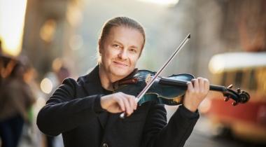 Najslávnejšie český huslista súčasnosti Pavel Šporcl si ide pre titul MBA